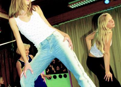 2002 - Danseopvisning (Foto: Lars Salomonsen)
