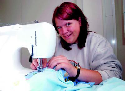 2006 - Ved symaskinen (Foto: Martina Metzger)