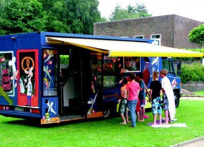 2011 - Bogbussen på besøg (Foto: Anker Simonsen)